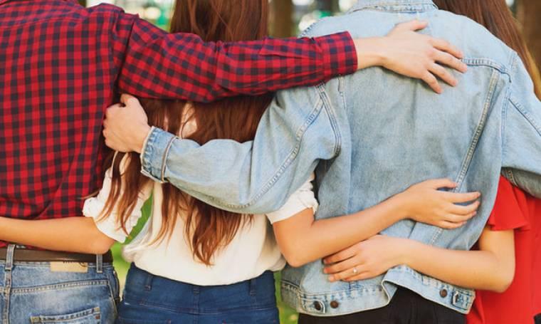 Μπορεί να ξέχασα να χαμογελώ μα κατάλαβα πως δίπλα μου είχα φίλους