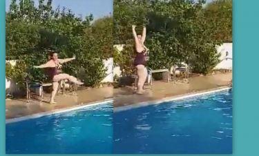 Βίντεο για πολλά γέλια: Η Σοφία Βογιατζάκη με κινήσεις μπαλαρίνας κάνει βουτιά στην πισίνα