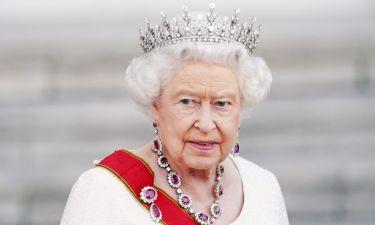 Η απορία που έχουμε όλοι, λύνεται. Τι κάνει μέσα στην μέρα της η Βασίλισσα Ελισάβετ;