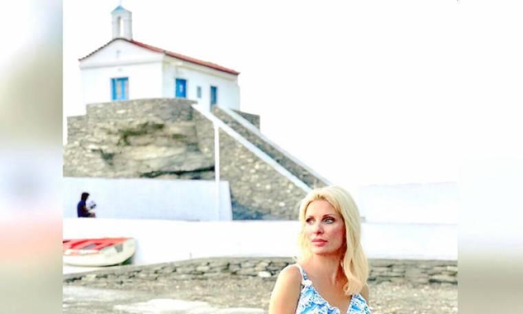 Η Ελένη Μενεγάκη στην Παναγιά Θαλασσινή της Άνδρου
