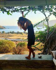 Ελένη Τσολάκη: «Τα παιδικά μου καλοκαίρια, μοσχοβολούν Χαλκιδική»