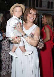 Νεότατη και κούκλα η μητέρα Ελληνίδας πρωταγωνίστριας