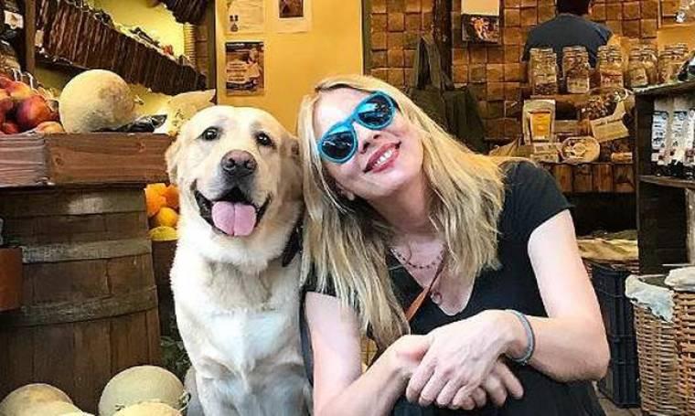 Σμ. Καρύδη: Το τηλεοπτικό μέλλον, ο σταρ σκύλος της, ο Γιάννης και η αδυναμία στον τυφλό γάτο της!