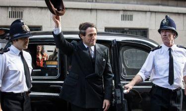 A Very English Scandal: Ο Χιου Γκραντ όπως δεν τον έχεις ξαναδεί!