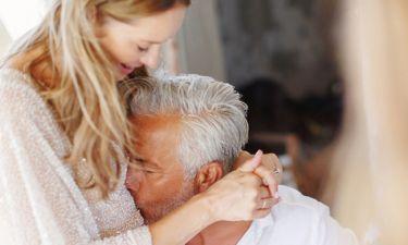 Ο Χάρης Χριστόπουλος φωτογραφίζει τη γυναίκα του με μαγιό και γίνεται πανικός