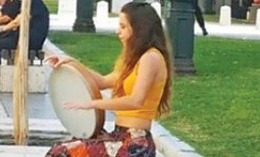 Συνέλαβαν νεαρή μουσικό του δρόμου για επαιτεία