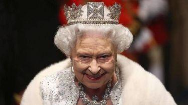Δε θα πιστεύετε τι βρήκε μέσα στο γεύμα της η βασίλισσα Ελισάβετ και πώς αντέδρασε!
