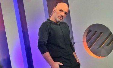 Νίκος Μουτσινάς: «Στην τηλεόραση βλέπω σίριαλ γιατί από εκεί εμπνέομαι και για τη δουλειά μου»