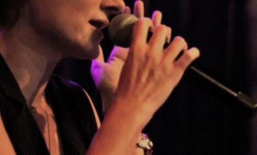 Από πολιτικός μηχανικός έγινε τραγουδίστρια