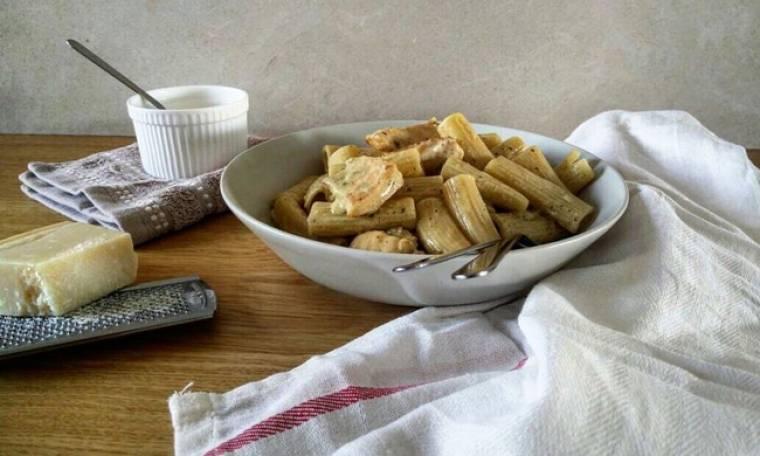 Πανεύκολη συνταγή από τον Γιώργο Τσούλη: Ριγκατόνι με κοτόπουλο & πέστο βασιλικού