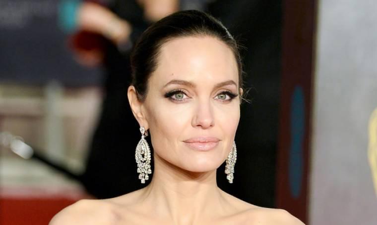 Angelina Jolie: «Κλέβει» τις εντυπώσεις και ως παρουσιάστρια