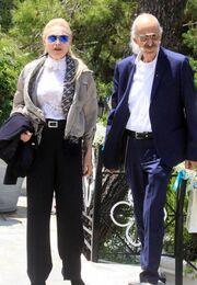 Ελληνίδα δημοσιογράφος: «Κάνω προσπάθειες για να σταθώ στα πόδια μου μετά την απώλεια του άντρα μου»