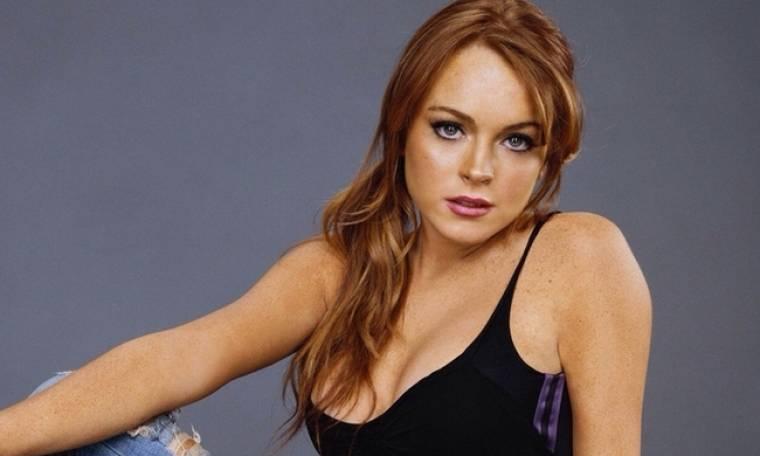 Lindsay Lohan: Φωτογραφήθηκε φορώντας μόνο το άρωμά της