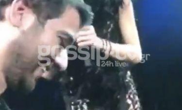 Ο Μάνος Ιωάννου γιόρτασε τα γενέθλια του σε γνωστή τραγουδίστρια και εκείνη τον φίλησε στο στόμα