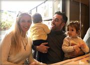 Ο Στέφανος Κωνσταντινίδης χαρούμενος με την οικογένειά του!