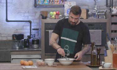 Τι μαγειρεύει ο Άκης Πετρετζίκης αυτό το Σαββατοκύριακο;