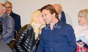 Μενεγάκη – Παντζόπουλος: Χεράκι χεράκι σε έξοδό τους – Το τρυφερό φιλί της Ελένης στον άντρα της