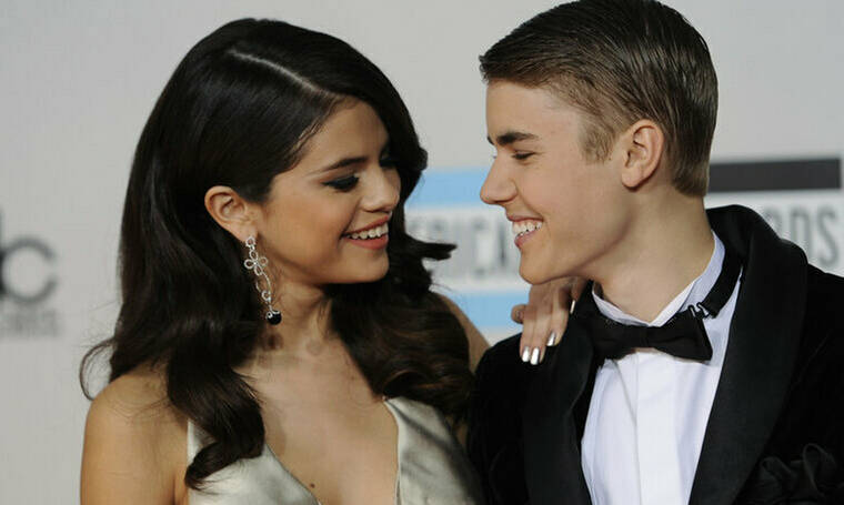 Ο Bieber παραδέχτηκε δημόσια ότι αγαπάει ακόμα την Selena Gomez αλλά μην βιαστείς να χαρείς
