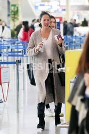 Μαμά και κόρη στο αεροδρόμιο! Η Δανάη Λιβιεράτου είναι μια κούκλα