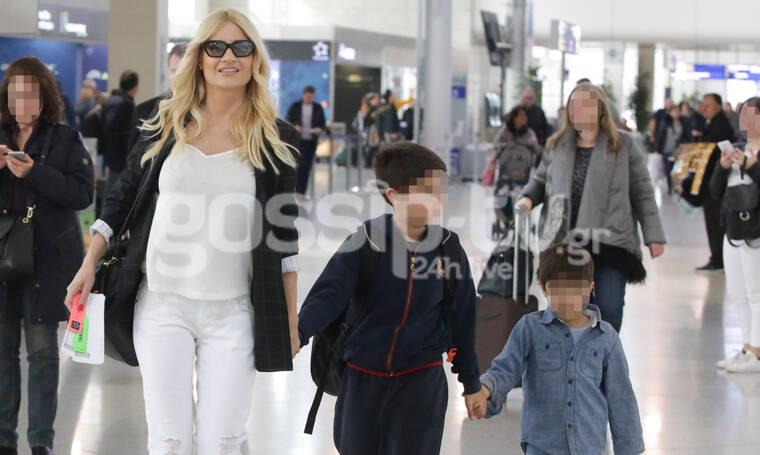 Φαίη Σκορδά: Στο αεροδρόμιο με τους γιους της- Για πού ταξίδεψαν;