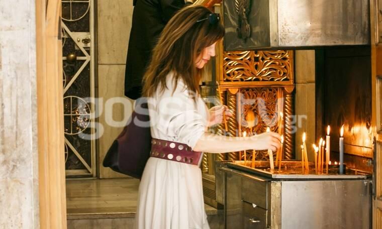 Βίκυ Χατζηβασιλείου: Η βόλτα της στη Θεσσαλονίκη και η επίσκεψή της στην εκκλησία