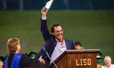 O Matthew McConaughey πήρε επιτέλους το απολυτήριο λυκείου - Άργησε πολύ αλλά τα κατάφερε (photos)