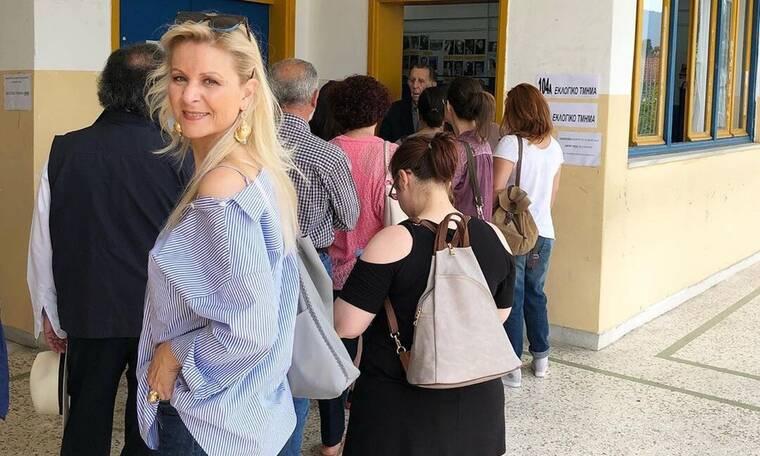 Εκλογές 2019: Στην ουρά για να ψηφίσει η Κατερίνα Γκαγκάκη (photo)