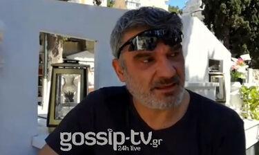 Κηδεία Ευριπιώτη: Ο Κώστας Αποστολάκης αποχαιρετά βουρκωμένος τον φίλο του (exclusive video)