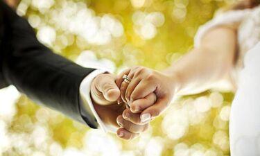 Παντρεύτηκε γνωστό ζευγάρι της ελληνικής showbiz και δεν το πήρε είδηση κανείς (photos & Video)