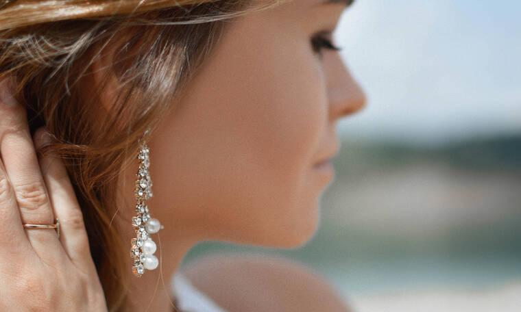 Έξι statement σκουλαρίκια που θα αναδείξουν όλα τα καλοκαιρινά σου looks