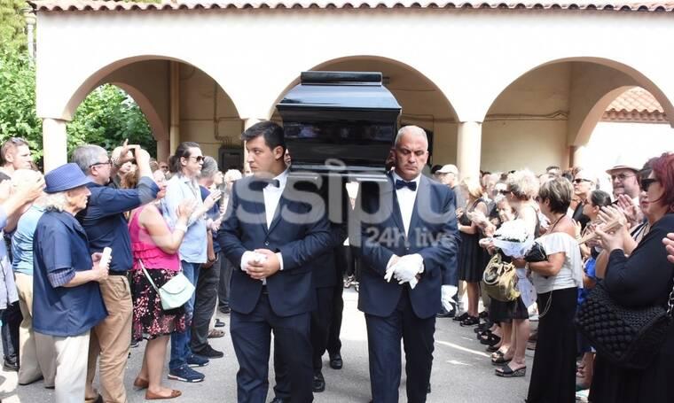 Κηδεία Στέλιου Βαμβακάρη: Το τελευταίο «αντίο» στον σπουδαίο καλλιτέχνη (Photos)