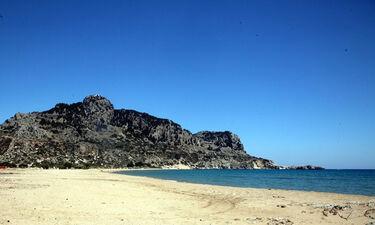 Ρόδος: «Πάγωσαν» με αυτό που είδαν στην παραλία (pics)