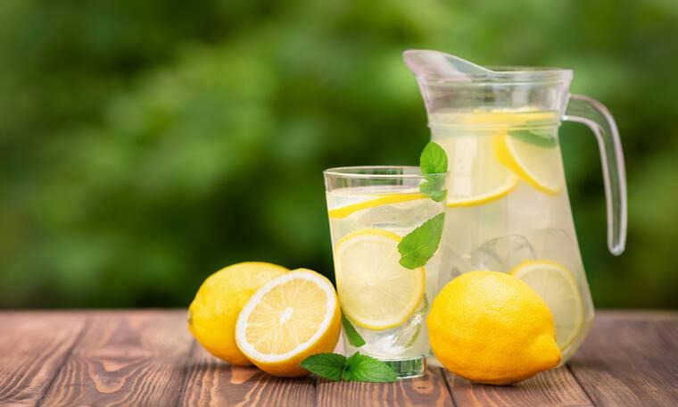 Νερό με λεμόνι: 7 σημαντικά οφέλη για τον οργανισμό (εικόνες)