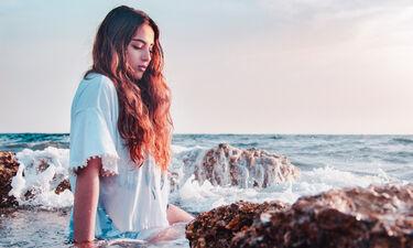 HOW TO: Πώς θα κάνεις φυσικές μπούκλες παραλίας με το ισιωτικό