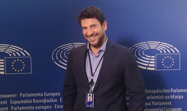 Αλέξης Γεωργούλης: Ο δημοφιλής ηθοποιός ορκίστηκε και ποζάρει στο Ευρωκοινοβούλιο (photos+video)