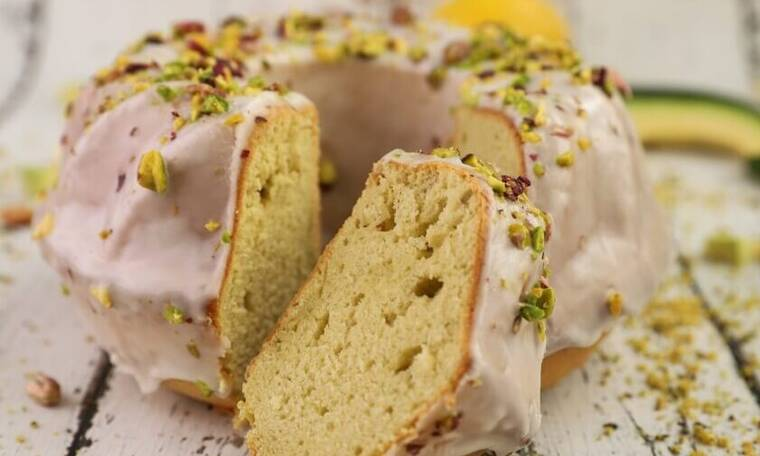 Πεντανόστιμο κέικ με αβοκάντο από τον Τσούλη
