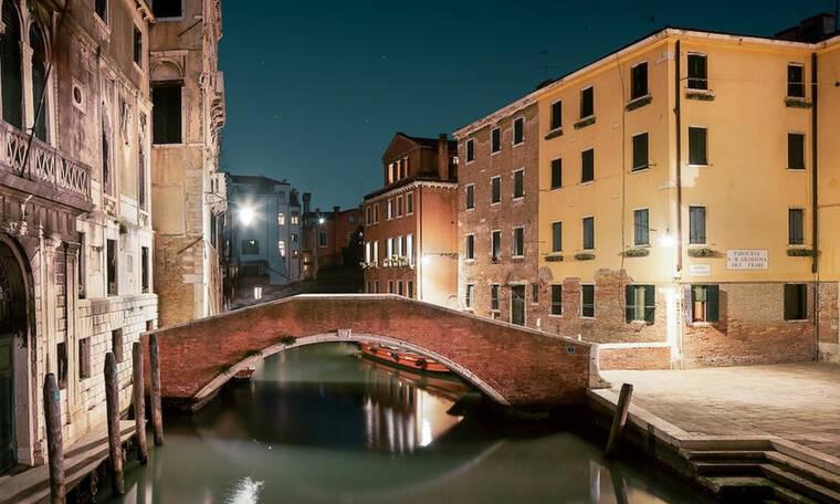 Εκπληκτικές φωτογραφίες απεικονίζουν τη Βενετία το βράδυ