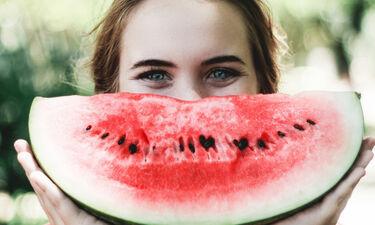 Λερώθηκες με καρπούζι; Δες πώς να αφαιρέσεις έναν τόσο ενοχλητικό λεκέ από ένα τόσο νόστιμο φρούτο