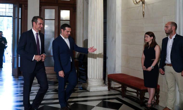Ο Μητσοτάκης παρέλαβε το Μέγαρο Μαξίμου από τον Τσίπρα