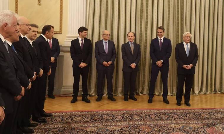 Ορκωμοσία κυβέρνησης: Απίστευτη γκάφα – Ξέσπασε σε γέλια ο Μητσοτάκης