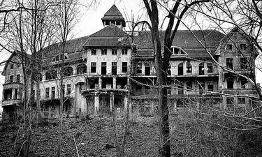 Αγόρασε σπίτι και ανακάλυψε κάτι τρομακτικό και καταραμένο (photos)