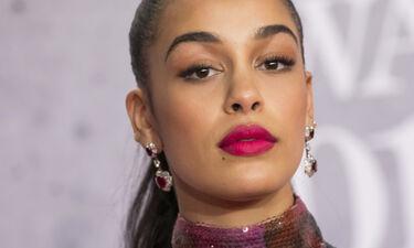 Η τραγουδίστρια Jorja Smith είναι το νέο πρόσωπο του Dior