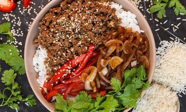 Υγιεινό μπολ (Buddha bowl) με μοσχαρίσιο κιμά, ρύζι και σουσάμι από τον Τσούλη!
